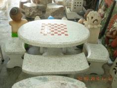 โต๊ะหินขัดทรงไข่