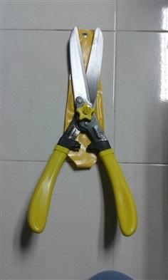 กรรไกรตัดหญ้า ด้ามไฟเบอร์สีเหลือง ใบมีดตรง Eagle One