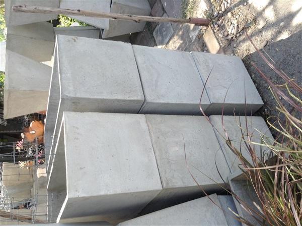 กระถางปูนสี่เหลี่ยมรางหมู 40x40x100