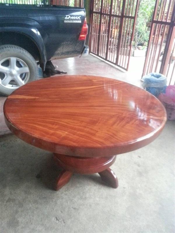 โต๊ะกลมมะค่ากว้าง1.30 หนา3นิ้วครึ่ง