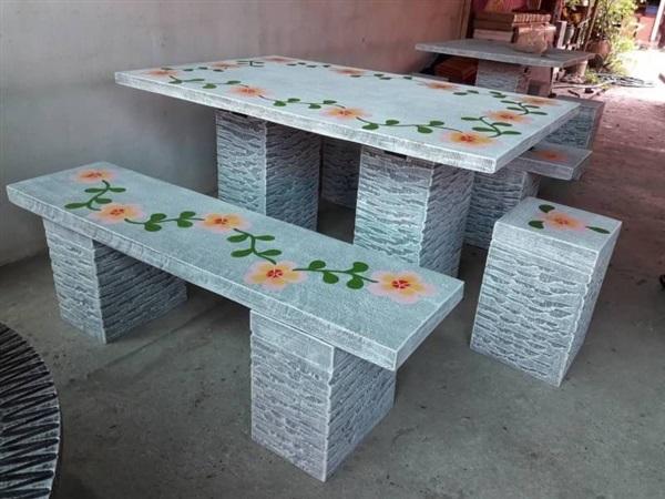 โต๊ะปูนแต่งสวนลายดอกไม้