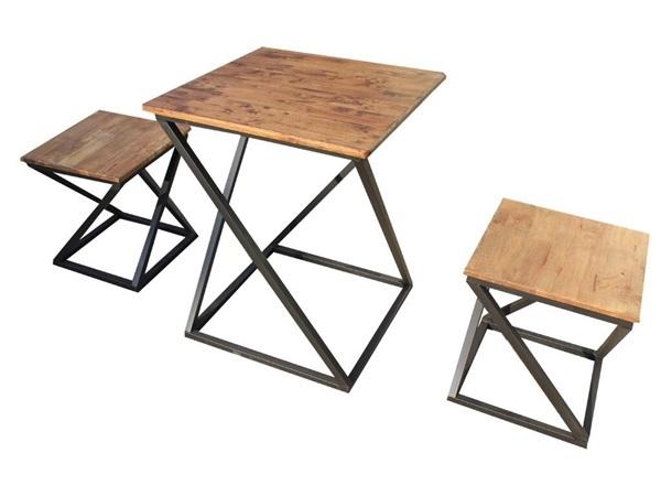 ชุดโต๊ะไม้ขนาดเล็ก