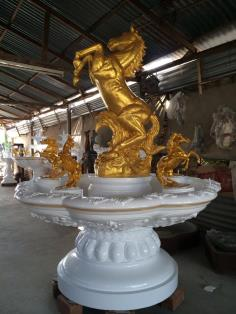 น้ำพุโรมัน 170 cm ติดม้าสีทอง